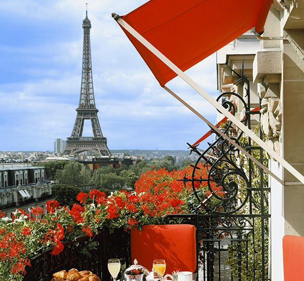 http://roxelle-club.com/fr/magazine/article/invitation-au-plaza-athenee