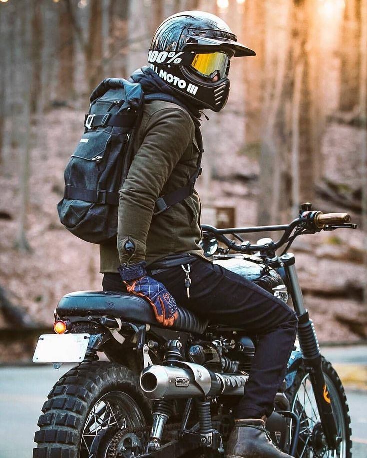 Killer get-up – Follow @cafesofinsta | @blackgoldmoto – @scramblerbrothers #triumph #bonneville…
