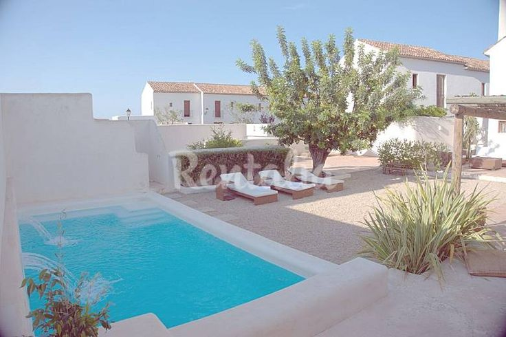 1200,- House with 5 bedrooms only 1500 meters from the beach Alicante