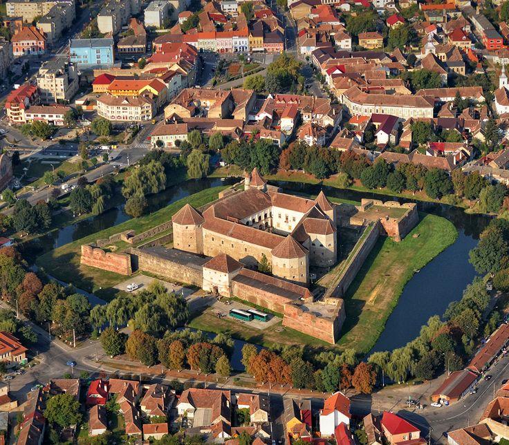 Cetatea Făgărașului (Făgăraș Castle) Făgăraș, Brazov County, Romania. www.castlesandmanorhouses.com In 1696, following penetration of the Austrian army into Transylvania, Fagaras Castle became Crown...