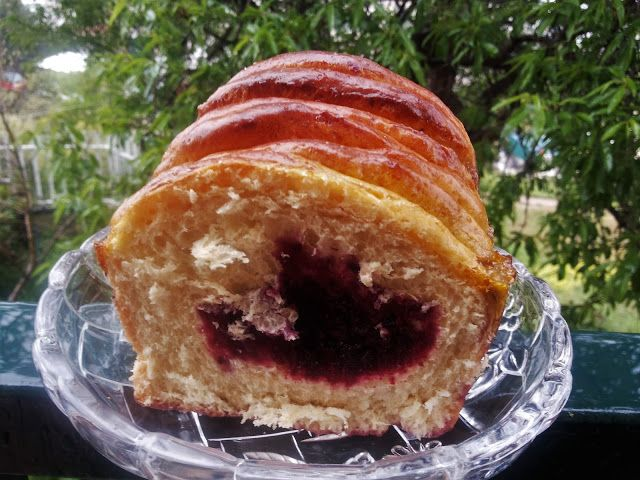Mari Plateau: Τσουρέκι κέικ με στρώσεις μαρμελάδας