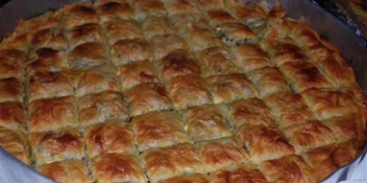 Κοινοποιήστε στο Facebook Πρέπει να έχω φάει πάνω από 1000 τέτοιες πίτες στη ζωή μου. Η πιο ζωντανή εικόνα που έχω στο νου μου από τα παιδικά χρόνια στη κουζίνα, είναι με τη γιαγιά μου και τη μητέρα μου να...