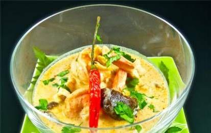 Zuppa di pollo al latte di cocco (Tom Ka) - Ecco una saporita ricetta della cucina tailandese, dove si ritrovano gli ingredienti tipici di questa cucina: il latte di cocco, lo zenzero e la lemon-grass