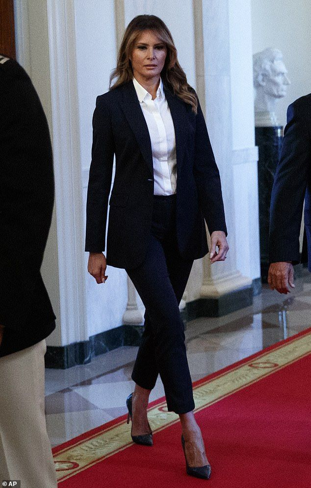 Melania Trump Wears A Navy Suit To Meet The Special Olympics Team Trump Fashion Milania Trump Style Classy Suits