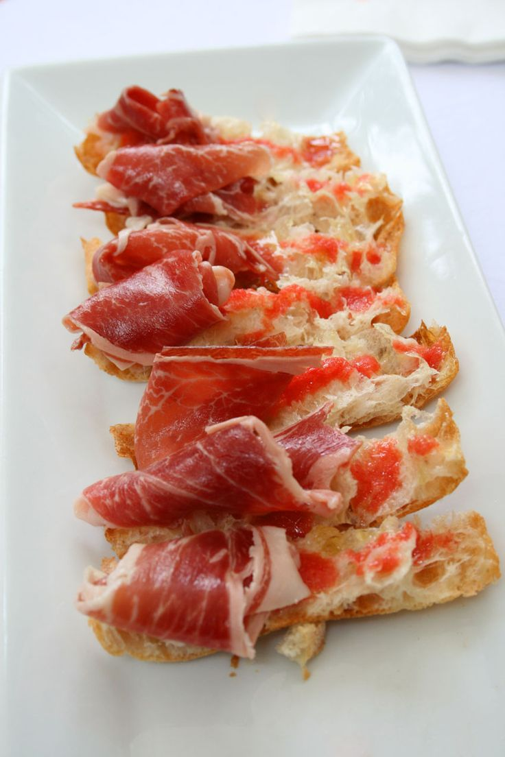 chips bread with ham and tomato