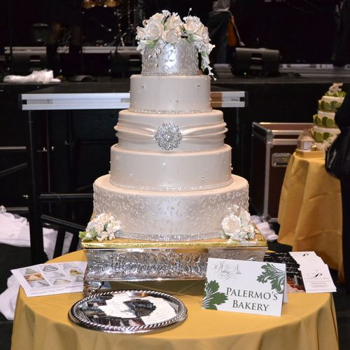 rhinestone wedding cakes 17 best ideas about rhinestone wedding cakes on 19208