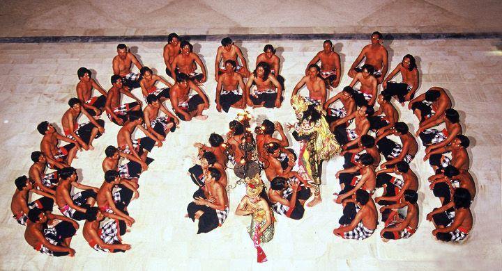 Conrad Bali Resport en Spa, luxueus genieten op het eiland van de Goden en Demonen. Conrad Bali kecak dance