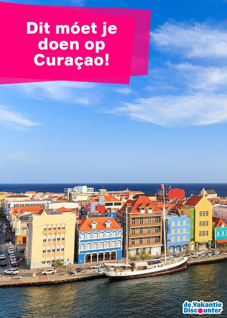 Heb je besloten om naar het mooie Curaçao op vakantie te gaan? Dit prachtige eiland met haar helderblauwe wateren, fijne zandstranden en gekleurde huisjes is een ideale bestemming voor een geslaagde vakantie. Er is genoeg te doen en te beleven voor jong en oud, dus maak er iets moois van tijdens je verblijf!
