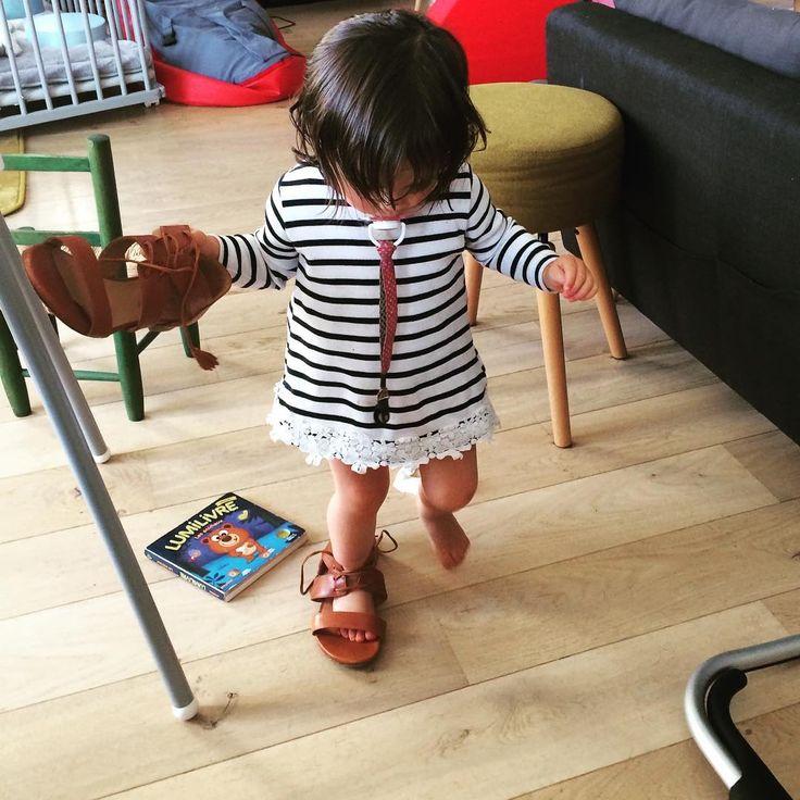 Je regrette de ne pas lui avoir pris sa paire de mini Ulysse �� elle se venge en me piquant les miennes ��#sezane #josephine #babylove http://misstagram.com/ipost/1550788015747793928/?code=BWFgXvglIQI