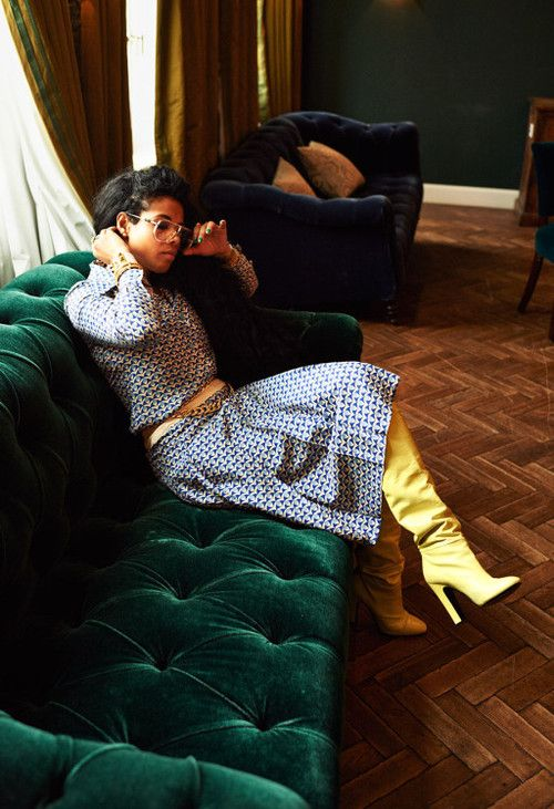 Kelis. And a green chesterfield.