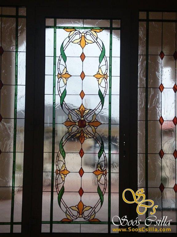 Farebná Vitráž s Buržoáznym Motívom Výplň Okna http://sk.sooscsilla.com/vyroba-vitraze-okien-a-dveri/ http://sk.sooscsilla.com/portfolio/farebna-vitraz-s-burzoaznym-motivom-vypln-okna/