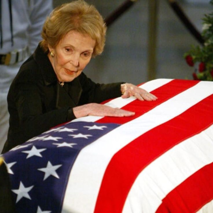 Paying tribute to Nancy Reagan today. May she rest with the late Ronaldus Magnus in peace!  #patriotic #americana #sickguns #conservative #thinredline #firefighter #fdny #emt #nypd #lapd #thinblueline #murica #military #brothersinarms #usaf #airforce #army #marines #grunt #ranger #veterans #specops #thinredandblueline #thingoldline #pro2a #firearms