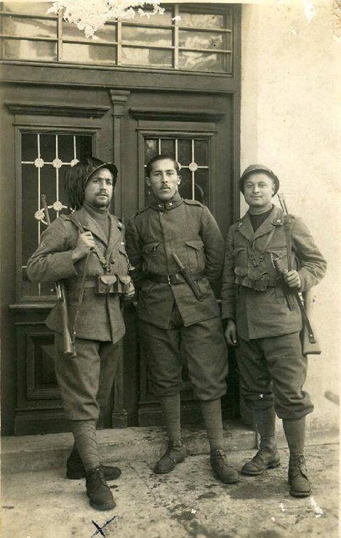 Italian Arditi with trenchknives, WWI - pin by Paolo Marzioli