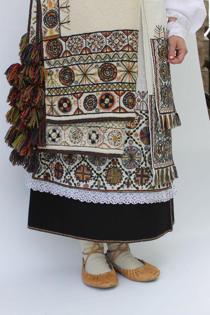 Beautiful ancient embroidery. Paistu, South Estonia. (Hand-)embroidered by Christi Kütt and Riina Piir. http://juulikemuulike.blogspot.com/2012/07/mulgi-rahvaroivaste-esemete-ja.html