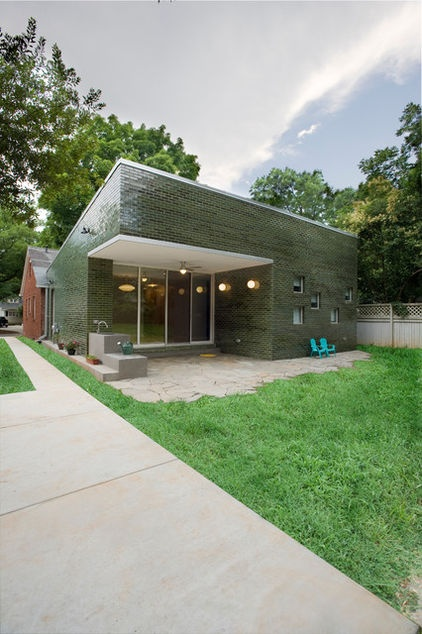 This interesting green box has a generous patio created through its carved corner.