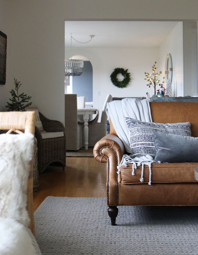 Leather sofa, gray chunky cable knit rug
