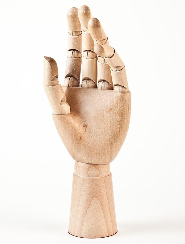 Jelanie: Wooden hand
