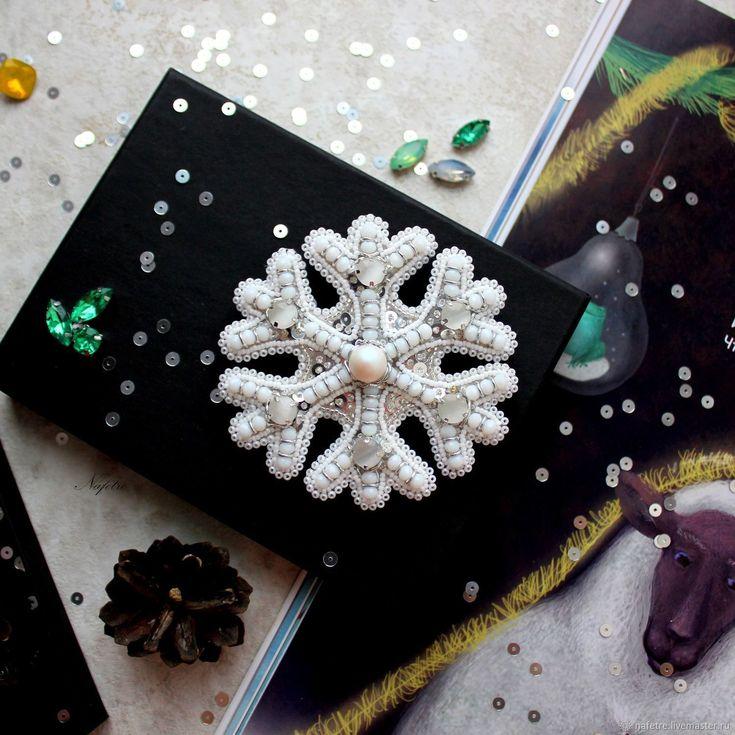 Брошь снежинка, брошь бисер, брошь вышивка – купить в интернет-магазине на Ярмарке Мастеров с доставкой