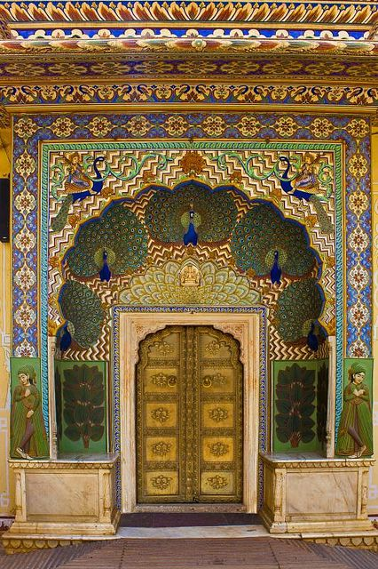 Peacock Gate - City Palace - Jaipur,  The multicolored tails of the peacock represent the autumn or monsoon season.