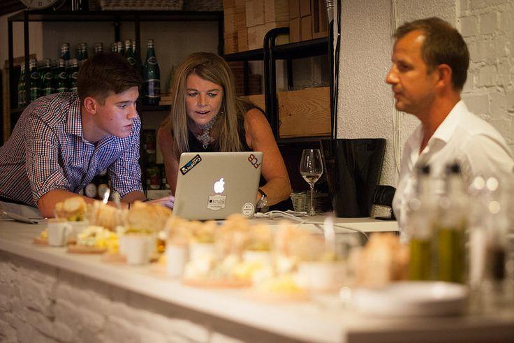 Emma and Maciek discovering Langmeil :) Emma Shaw (Langmeil Winery), Maciek Cichoń (KruliQ's photographer) and Janusz Szaniawski (The Fine Food Group)