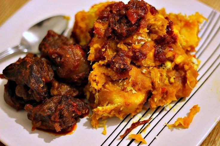 Yam Porridge (Asaro) with beef and fried stew (obe ata dindin)