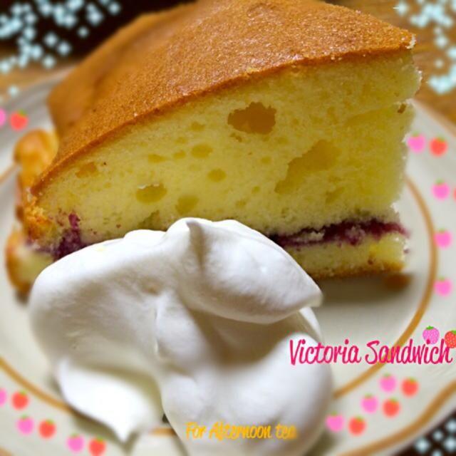 母の日なので!ビクトリアサンドイッチを作ってみました^o^   ビクトリア女王の好物ということでこの名前がついたケーキでアフタヌーンティーの女王様です。 - 30件のもぐもぐ - Victoria Sandwich by cocoa