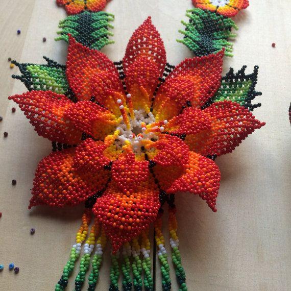 Enorme flor MARIA hermoso collar hecho a mano por ArtesaniaHUICHOL
