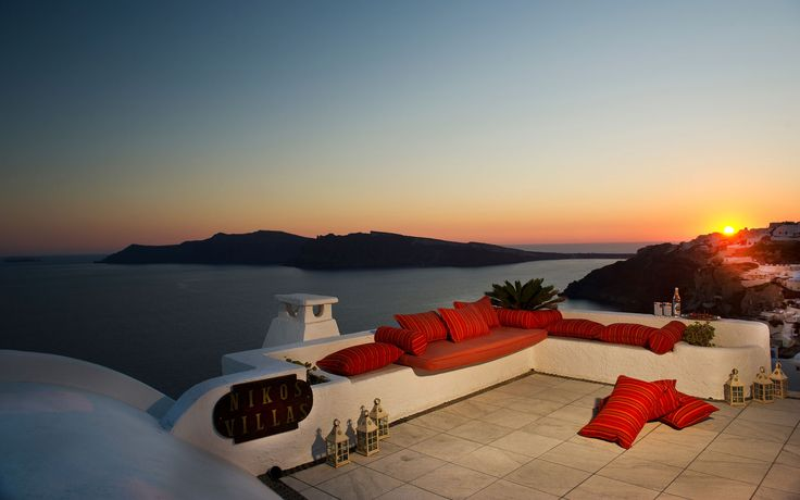 An amazing sunset from Nikos Villas, in #Oia_traditional_village_Greece!