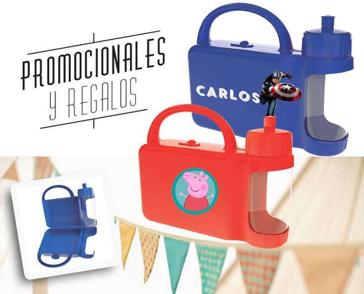 LONCHERA DENALI (Compartimento principal para alimentos y espacio para ánfora de 500 ml. Incluye ánfora.) INFORMACIÓN BASICA CATEGORÍA: HIELERAS Y LONCHERAS MATERIAL: Plástico / PET TAMAÑO: 26.6 x 19.5 x 7.8 cm COLORES: A/O/R/V CAPACIDAD: N/A #Promocionales #regalos #eventos #niños