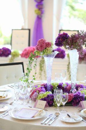 ラプンツェルカラーでまとめたガーリーな装花♡ パープルの会場装花のアイデア一覧。