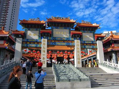 赤い建物と青い空のコントラストが美しい!香港 旅行・観光の見所を紹介!