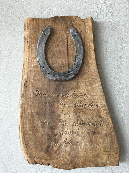 """Jeder Mensch glaubt an das Glück und an Wunder. Verschenken Sie ein """"kleines Glück"""" Ein altes Hufeisen auf Glanz gebracht und auf einen schönen alten Stück Edelholz befestigt. Darunter ein..."""