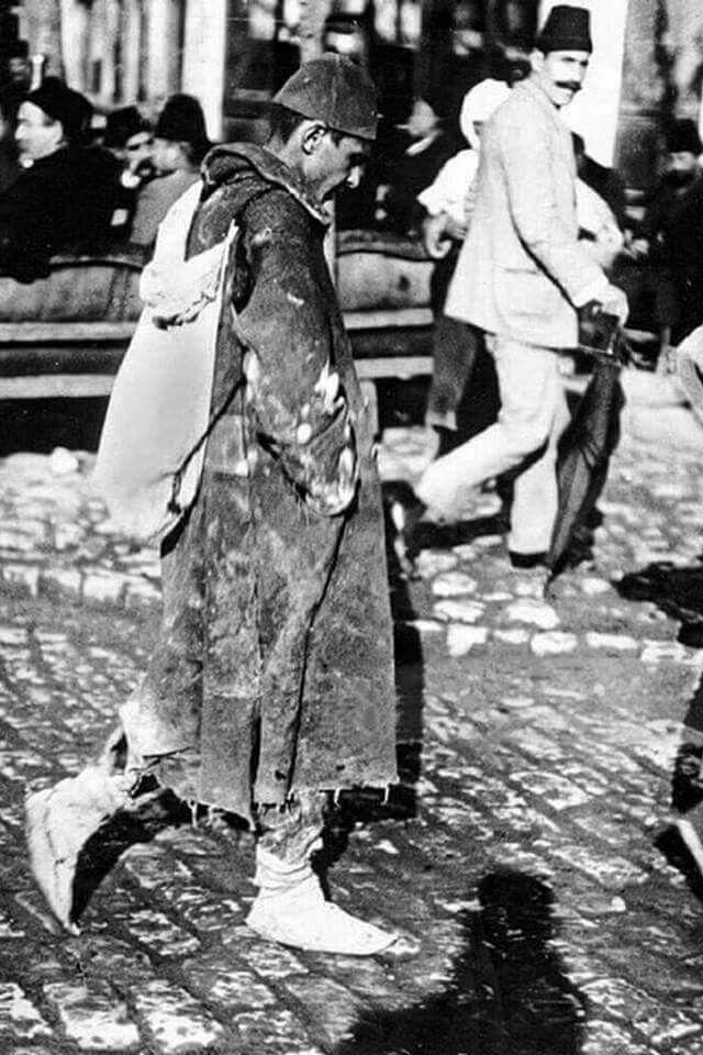Balkan harbinden sonra, Rumeli'nden İstanbul'a yürüyerek dönen bir Türk askeri. 1913