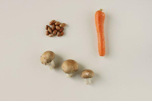 beans, carrots and mushroom stew http://eatyourselfgreek.com/2037-2/#more-2037