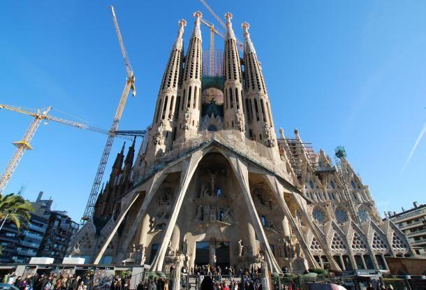 #barcelone #barcelona #барселона #чтопосетить #чтопосмотреть #достопримечательности #саградафамилия #достопримечательностибарселоны #гауди Саграда Фамилия. Архитектура Гауди в Барселоне | Барселона10 - путеводитель по Барселоне