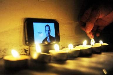 Autobiography of a Yogi: Last Gift of Steve Jobs: Apple buffs mourn the death of Steve Jobs