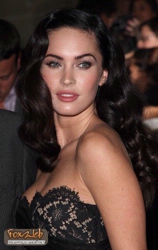 Megan Fox Retro Curls with side part // Selma Hayek. This woman