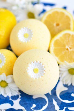 自分で作る手作りのバスボム作品集・かわいい型の入浴剤!レモンの香りを詰めて