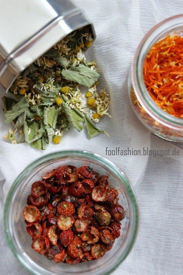selbstgemachter Tee für kalte Tage: Salbei-Minze, Ringelblume und Hagebutte