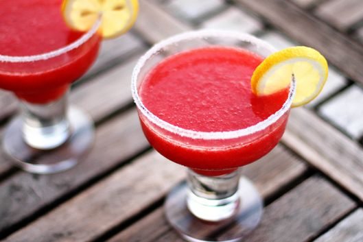 Best Ever Strawberry Daiquiri Recipe -- this is a super easy strawberry daiquiri recipe that makes THE best strawberry daiquiris I've ever had!