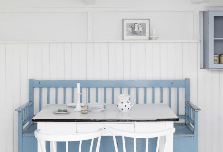 white and blue, summer cottage, Denmark | Styling by Studio Oink