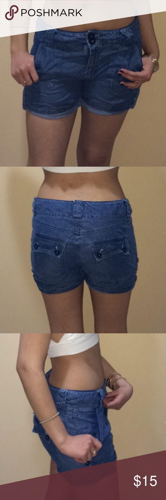 Denim baggy shorts Denim baggy shorts. Soft material and very comfortable Forever 21 Shorts