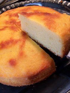アーモンドプードル100%ボーネントルテ 100%アーモンドプードル使用。しっとり&風味豊かでコクのある贅沢ケーキ。グルテンフリーです。小麦粉アレルギーの方にも! 材料 (直径20~21センチのケーキ型一個分) アーモンドプードル 250g 卵 M5個(Lなら4個) 砂糖 180g レモンの皮のすりおろし 1個分 レモンの搾り汁 1個分 ベーキングパウダー 小さじ1 あればアーモンドエッセンス 少々 つや出し用の牛乳 大さじ2