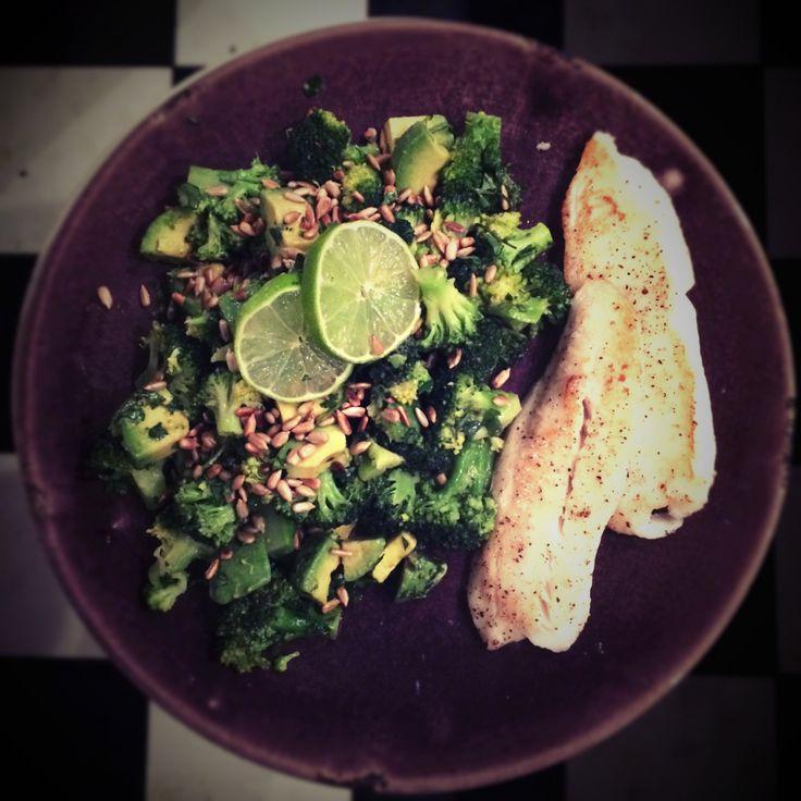 Broccoli-avocado-limoen salade met pangasiusfilet