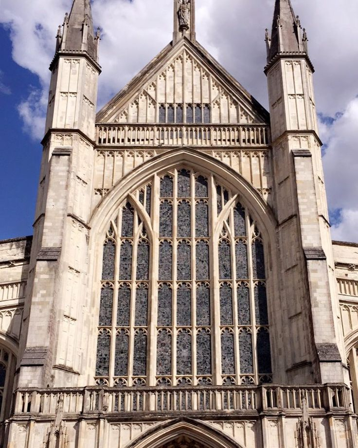 Winchester is such a beautiful city���� have you ever visited Winchester ? . . #nofilter #photography #mood #vibes #cathedral #tbt #theme #nomakeup #influencer #musically #tumblr #travel #kyliejenner #kimkardashian #trasition #food #sky #england #winchester http://butimag.com/ipost/1558336412766462895/?code=BWgUrYDgGOv