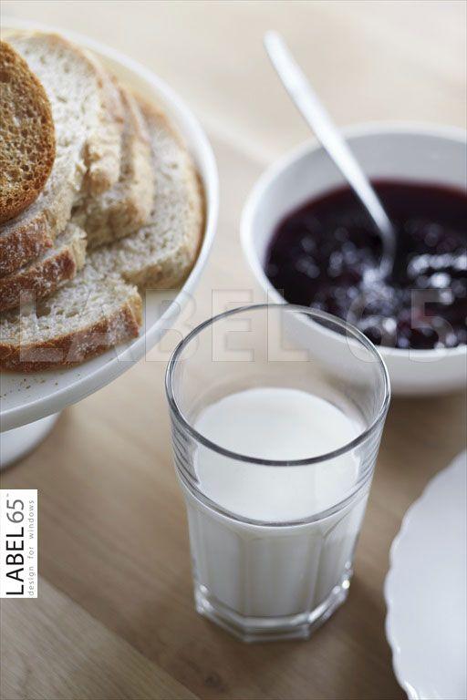 Met een glimlach aan het ontbijt dankzij het mooie binnenvallende zonlicht door uw houten jaloezieen!