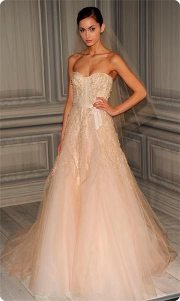 Свадебное платье нежно розового цвета