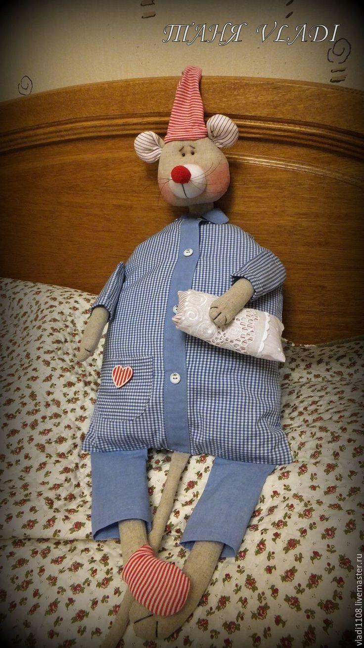 Купить или заказать Сонный Мыш  пижамница в интернет-магазине на Ярмарке Мастеров. Пижамница предназначена для хранения пижамки , белья, носочков и проч. Украсит детскую или спальню, порадует малышей и родителей! Является функциональной вещицей и самостоятельным арт-объектом! Сшита из натуральных тканей - голова, ручки-ножки изо льна, пижамка и подклад мешка - хлопок, колпак и носочек из хлопкового трикотажа. 'Вход' в пижамницу спереди…
