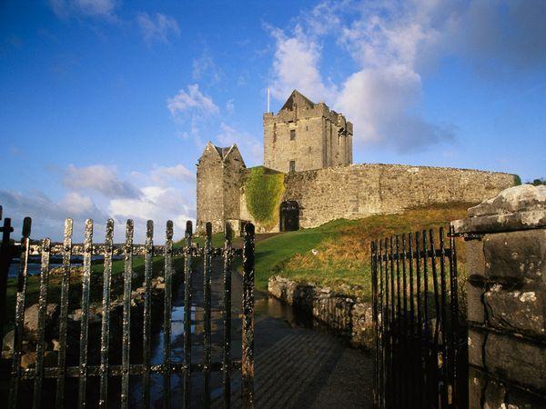 Ireland: Photos, Castles In Ireland, Irish Castles, West Coast, Ruins, Amazing Places, Logs Cabins, Gates, Country