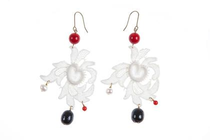 Lady Magpie  26.46€  Lace Earrings  Made of: antique lace (1930), red coral, cultured pearls, golden accessories.  Size: 8,5 x 4,5 cm